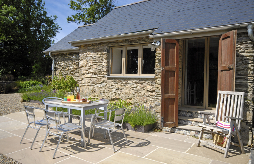 Rural retreat near Abermawr, North Pembrokeshire - patio gardens