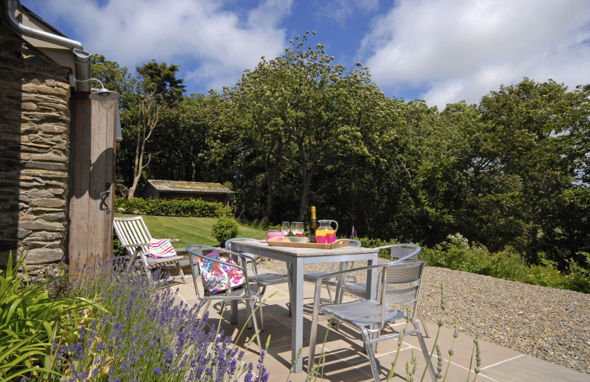 Pet friendly Aberbach holiday cottage with gardens