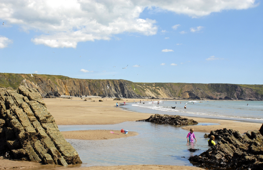 Marloes Sands (N.T), a huge sandy beach at low tide