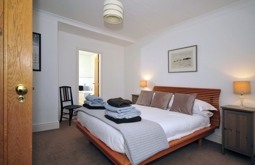 Criccieth holiday cottage - master bedroom
