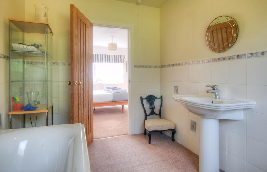 Criccieth holiday house en-suite bathroom