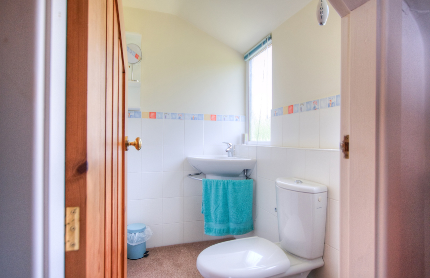 Welsh coastal cottage - bathroom