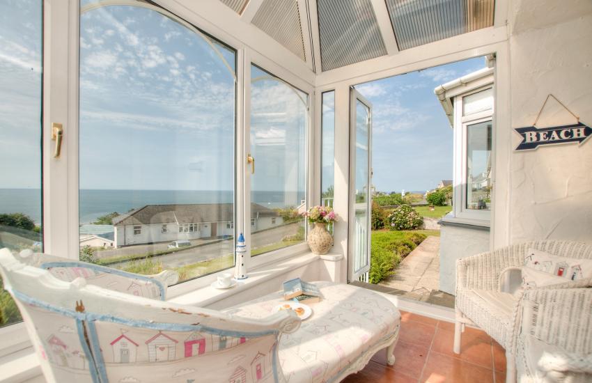 Criccieth holiday cottage - sunroom