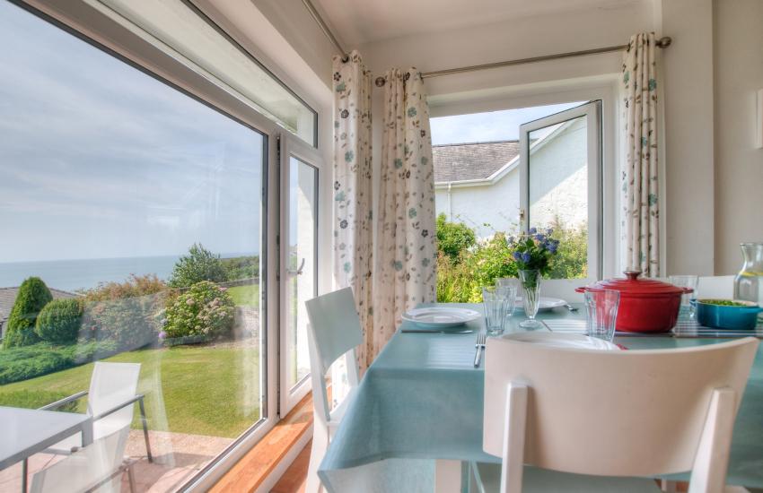 Tremadog Bay holiday cottage - dining