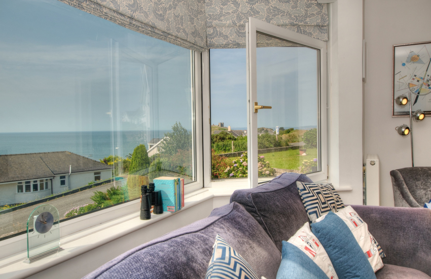 Tremadog Bay holiday cottage with sea views