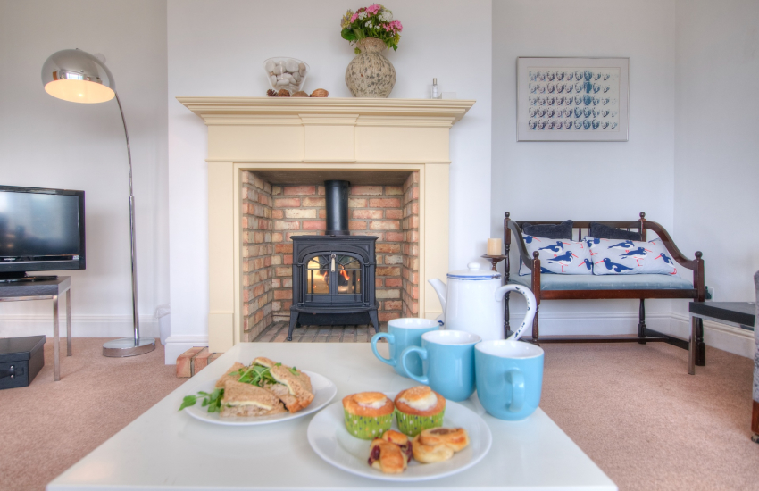 Criccieth holiday cottage - lounge with gas fire