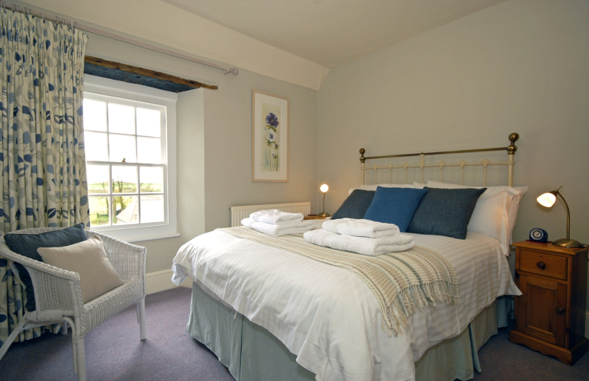 Lochturffin Old Farmhouse sleeps 8 - 2nd floor double