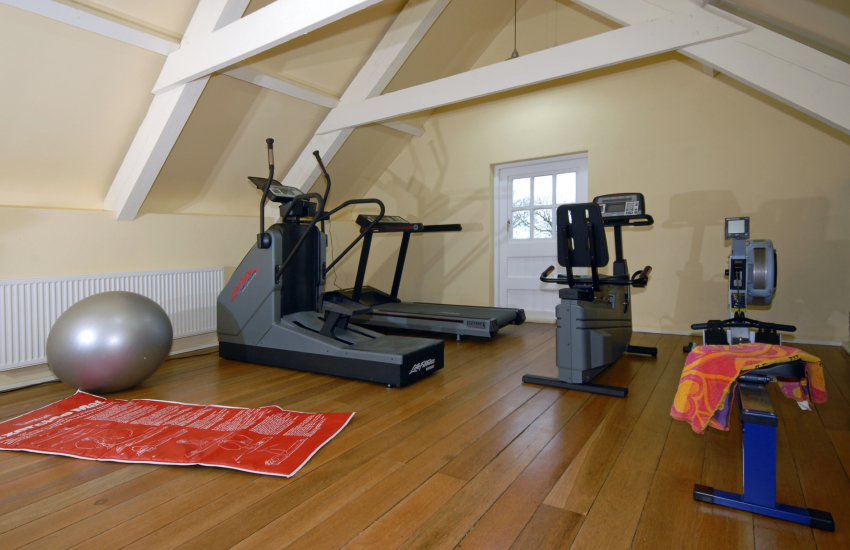 North Pembrokeshire holiday home with private gym and table tennis