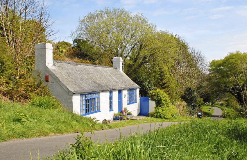 18th century Pembrokeshire cottage on Marine Walk, Fishguard - pets welcome