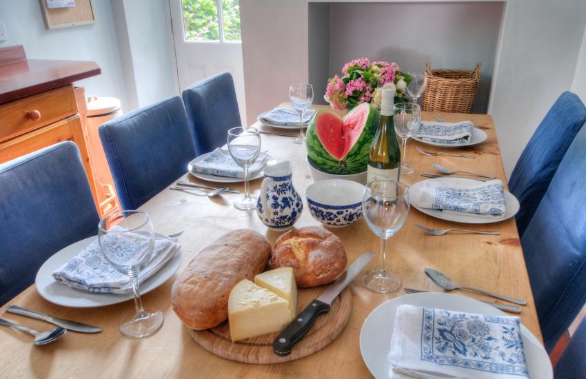 Menai Strait holiday cottage - kitchen