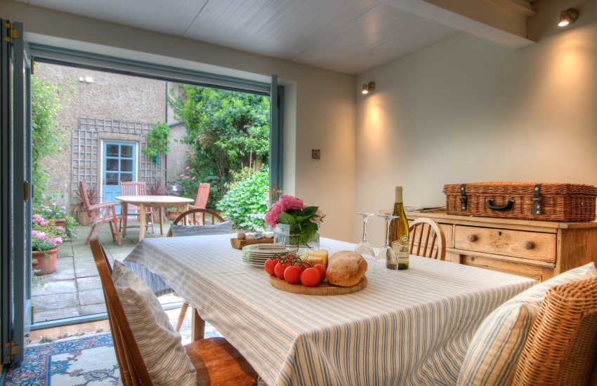 Beaumaris holiday house - sunroom