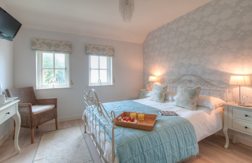 Porthgain holiday cottage - ground floor double bedroom