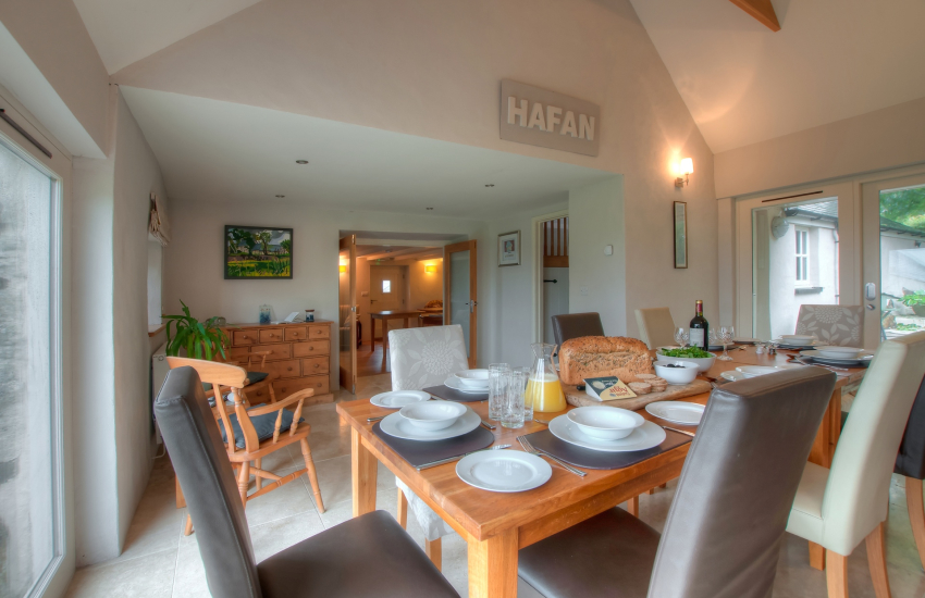 Pembrokeshire holiday cottage - dining room
