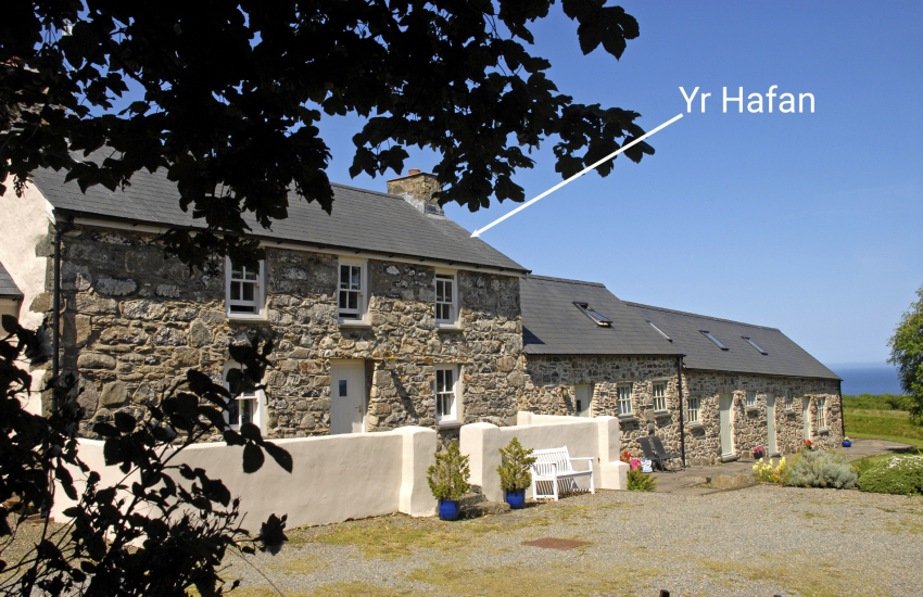 North Pembrokeshire farmhouse with large gardens and sea views - pets welcome