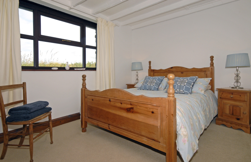 Porthgain holiday cottage sleeps 6 - ground floor double