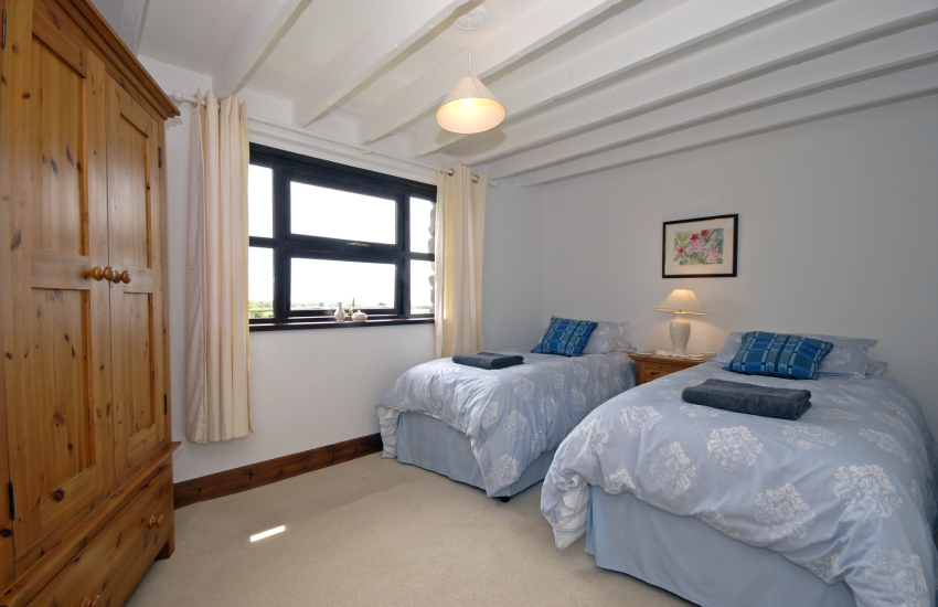 Porthgain holiday cottage sleeps 6 - ground floor twin