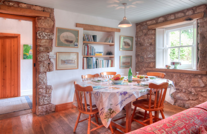Pet friendly holiday cottage Gower - dining