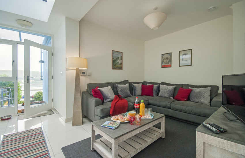 Snug area off the kitchen with harbour views