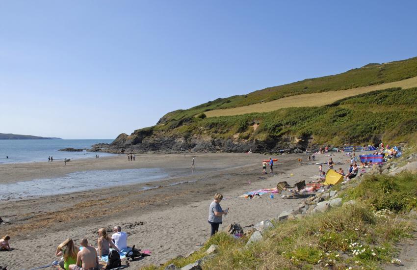 Cwm-yr-Eglwys brings you to the beach Pwllgwaelod