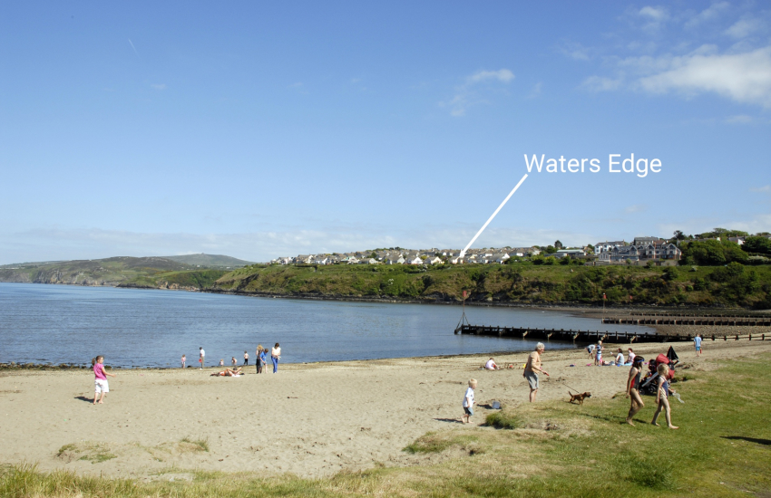 Goodwick Beach holiday bungalow with harbour views
