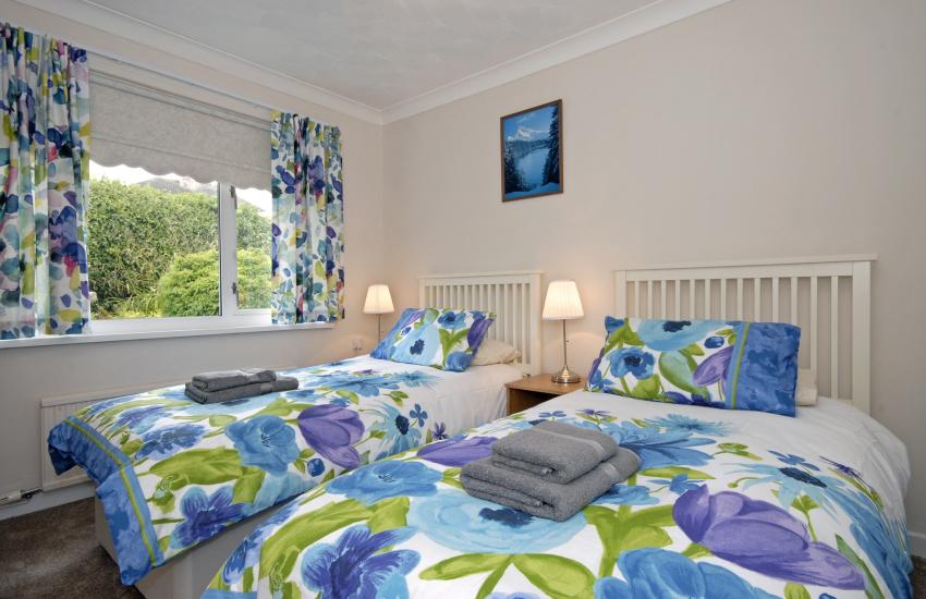North Pembrokeshire holiday home sleeps 6 - twin