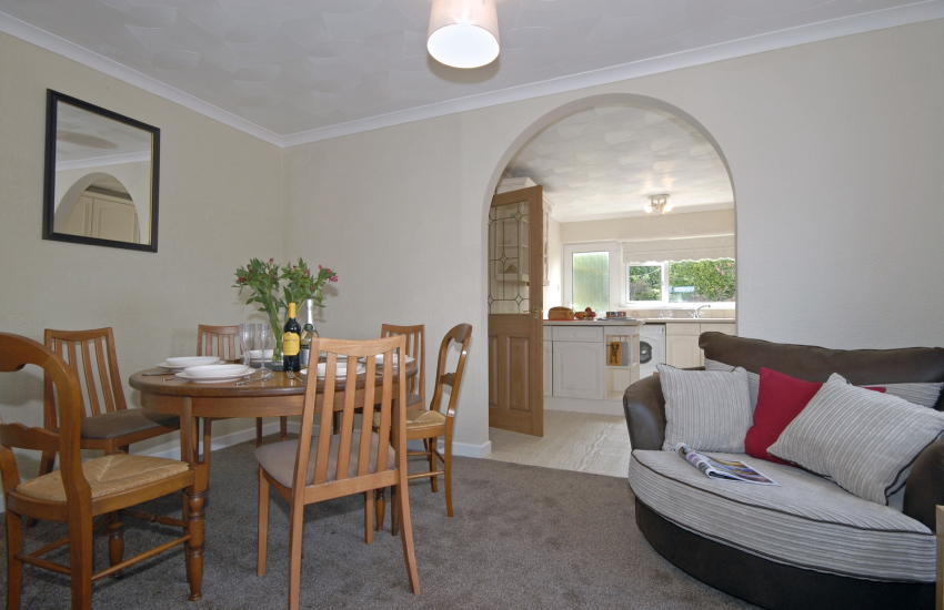 Holiday home overlooking Goodwick Sands - open plan kitchen/diner