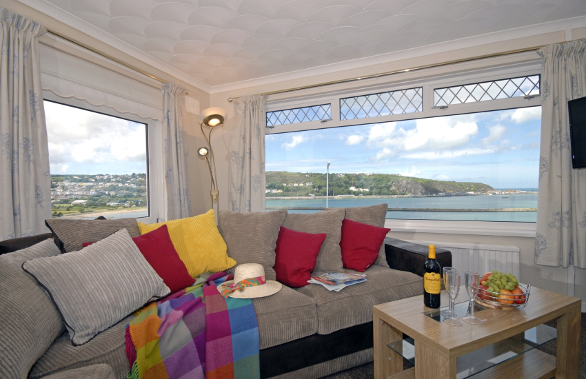 North Pembrokeshire holiday bungalow with stunning harbour views