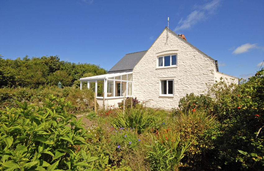 St Davids North Pembrokeshire - holiday house with large gardens - dog friendly