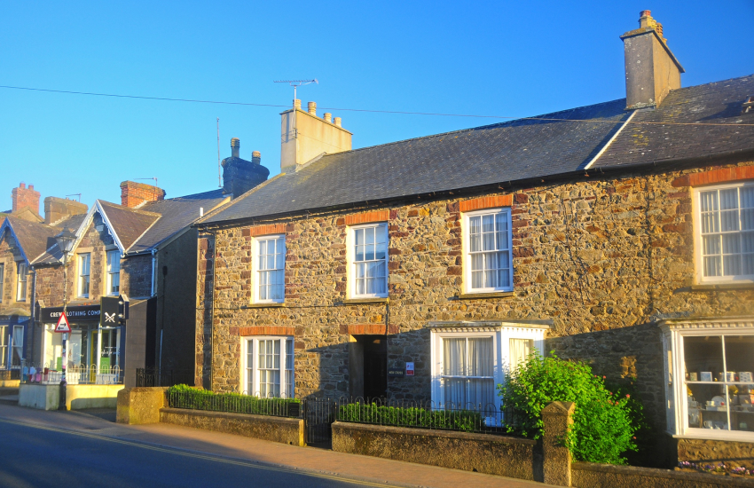 St Davids renovated Victorian holiday house with gardens and parking - dogs welcome