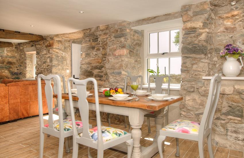 Porth Neigwl  Llyn Peninsula -  dining