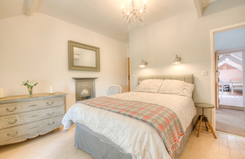 Aberdaron holiday cottage - bedroom