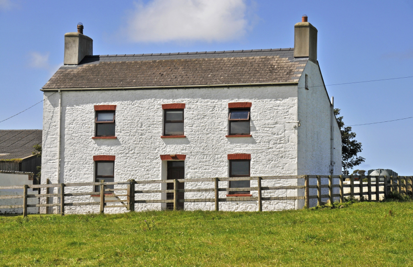 St Davids, traditional Pembrokeshire farmhouse for holidays on the coast - pets welcome