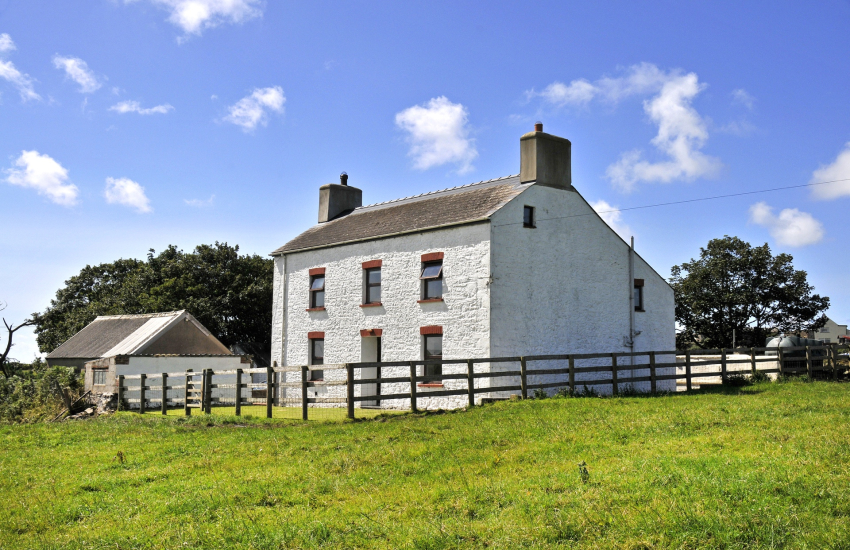 Pet friendly farmhouse for holidays near Whitesands