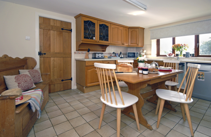 Self catering St Davids - farmhouse kitchen