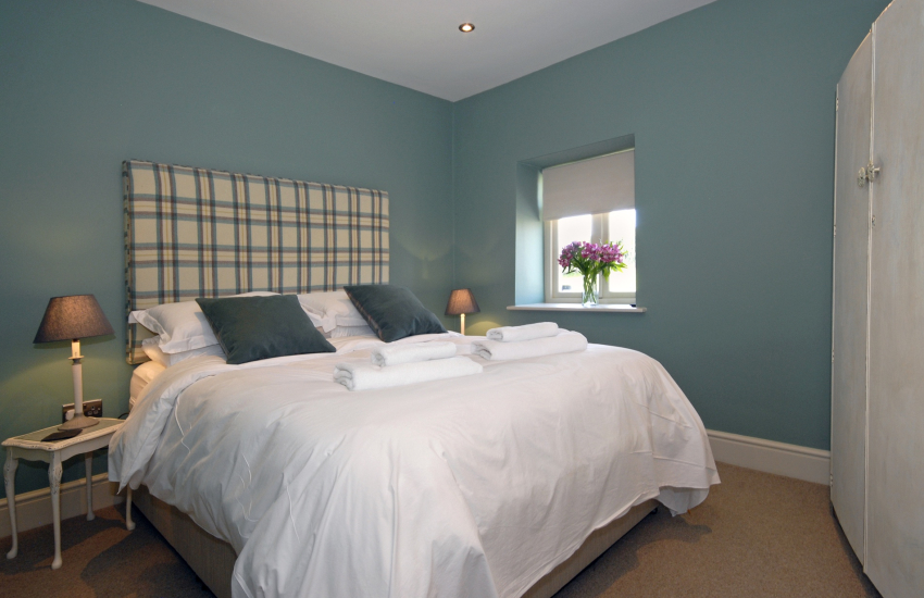 King size bedroom with garden views
