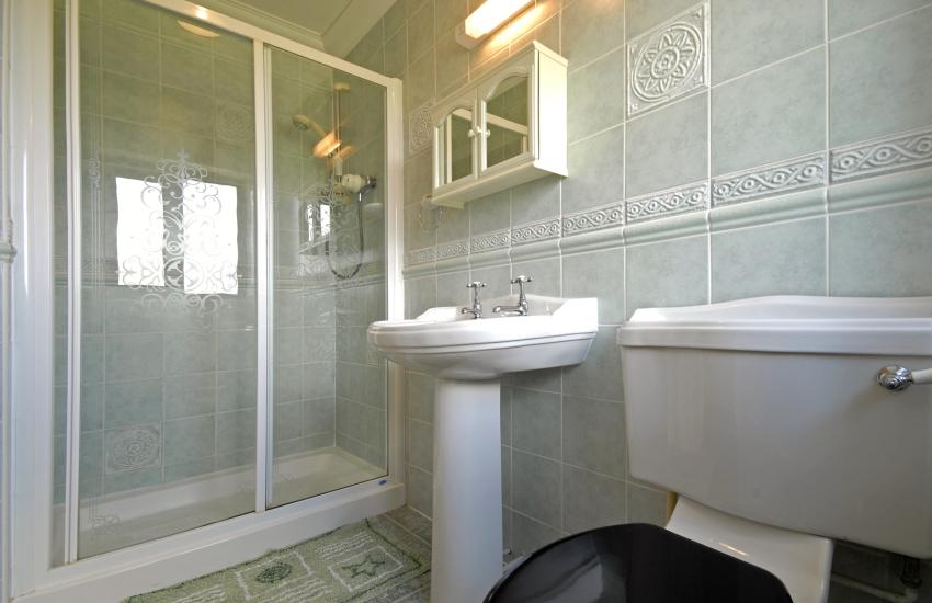 Master en suite shower room