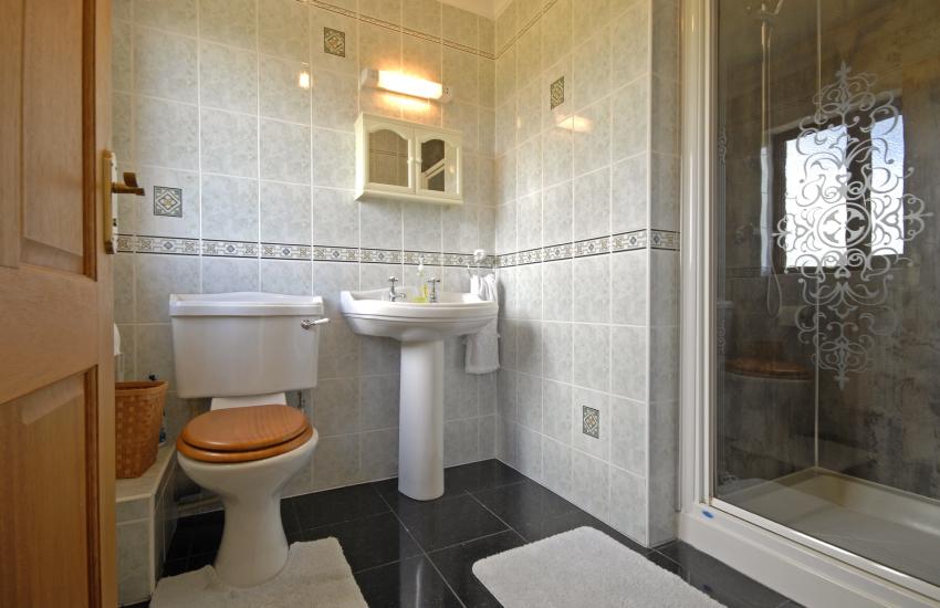 Double en suite shower room