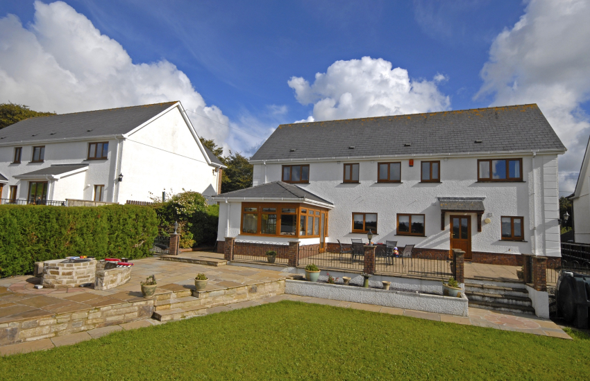 Teifi Valley modern holiday home with wonderful views - pet friendly