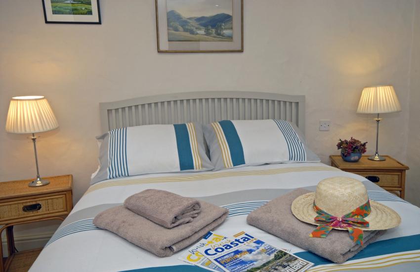 Hop Garden Cottage master bedroom