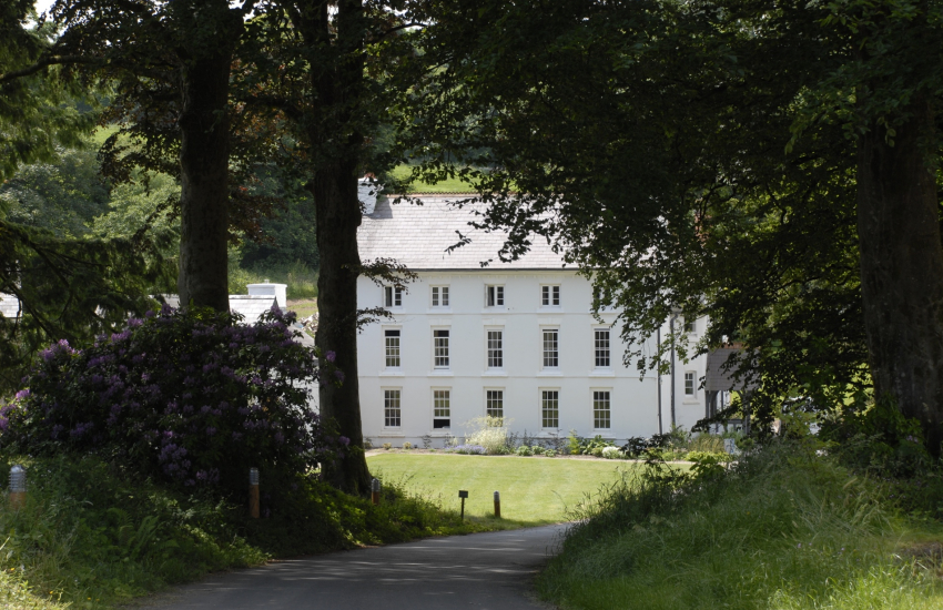 The Grove Hotel - a luxurious 18th-century country house