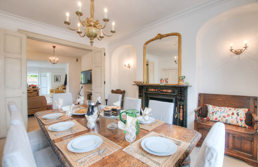 Monmouth holiday accommodation-dining room