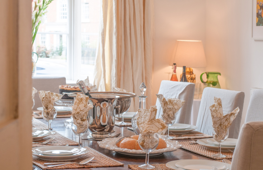 Town centre holiday accommodation Monmouth - dining room