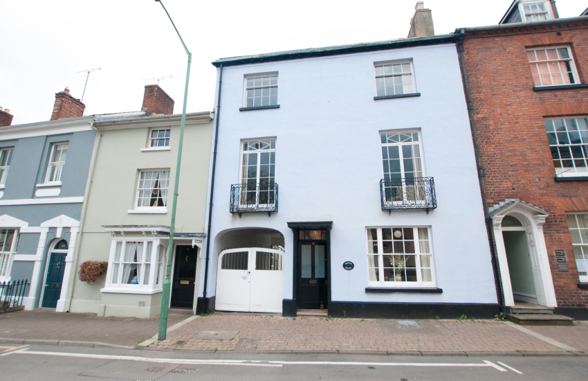 Town centre Monmouth holiday house  - ext