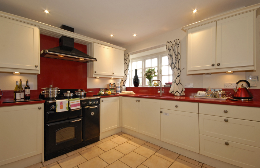 Self catering cottage near St Davids - spacious fitted farmhouse style kitchen/diner