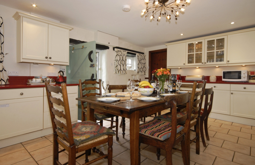 Self-catering Solva Valley cottage - spacious kitchen/diner