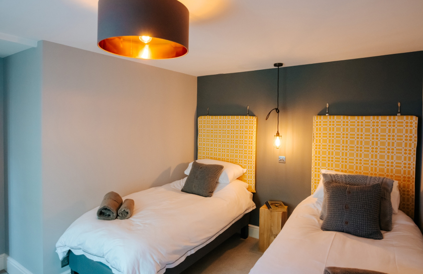 Llandovery cottage holiday - twin bedroom