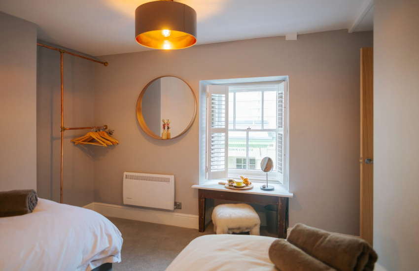 Welsh cottage holiday - twin bedroom