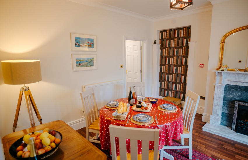 Oyster cottage sleeps 4 - dining room