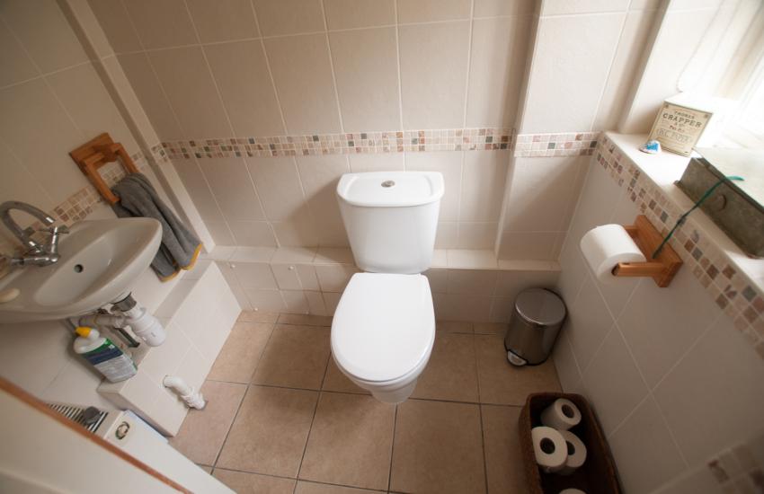 Stackpole holiday cottage - bathroom
