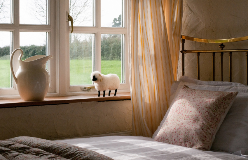 Barafundle holiday cottage  - twin bedroom ground floor